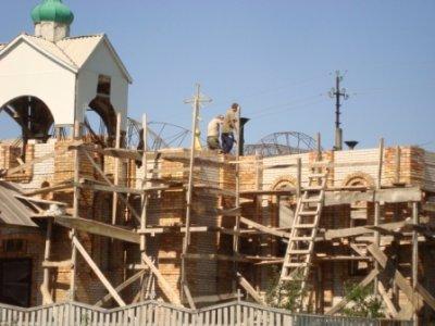 Будова храму продовжується